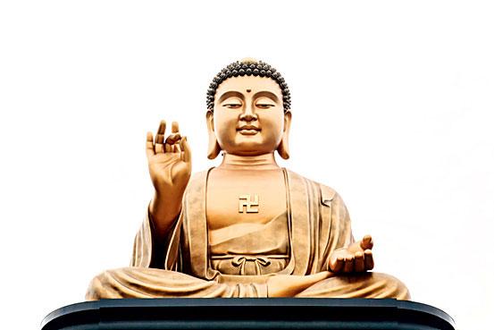Фото №1 - Почему на груди Будды весеннего храма изображена свастика?