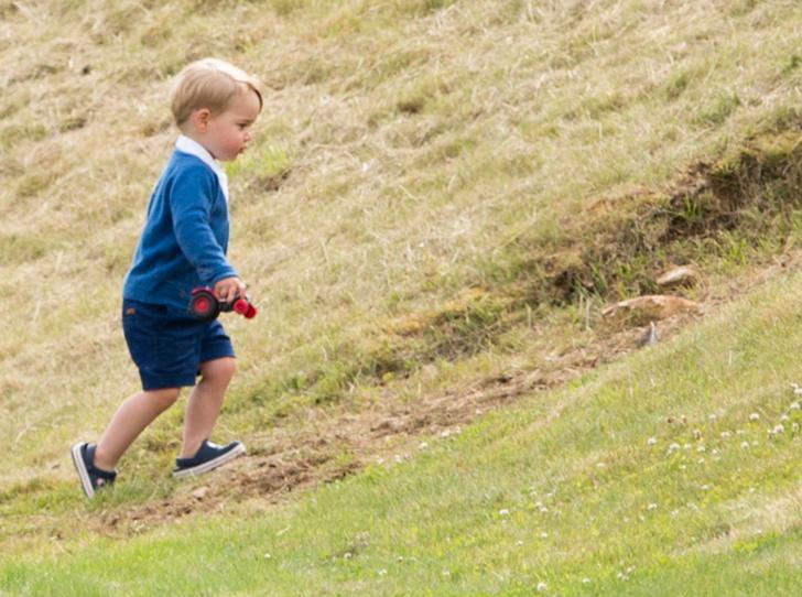 Фото №5 - «Деревянные игрушки»: во что играют дети королей