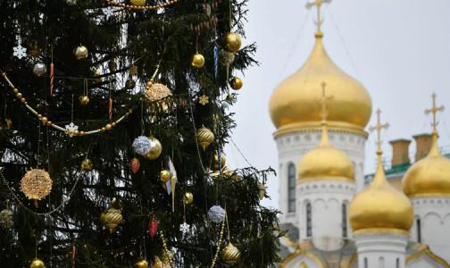 """Фото №1 - Кремлевская елка превратится в """"часы благодарности"""" для врачей"""