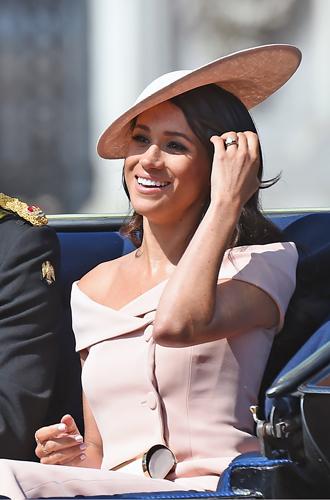Фото №4 - Герцогиня Меган тратит на наряды больше герцогини Кейт