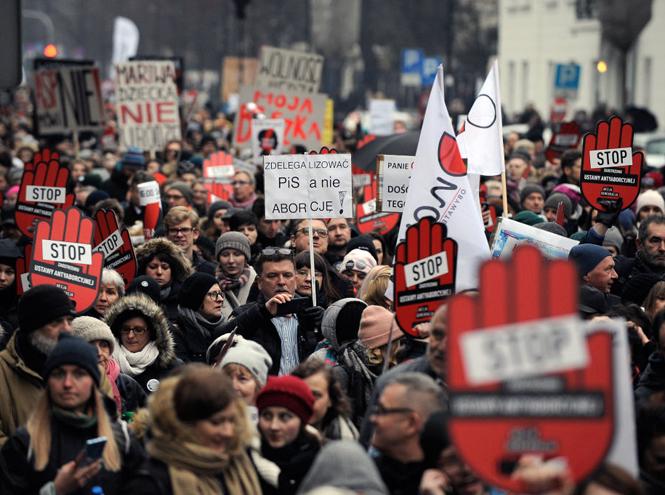 Фото №2 - Запрет на аборты: в каких странах действуют самые суровые законы?