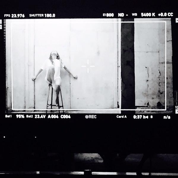 Фото №3 - Селена Гомес поделилась кадрами из нового клипа