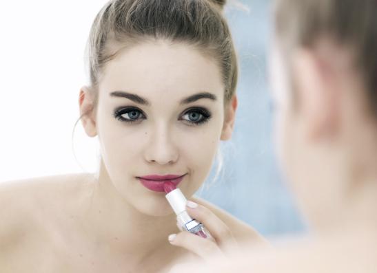 Фото №1 - С какого возраста следует пользоваться косметикой?