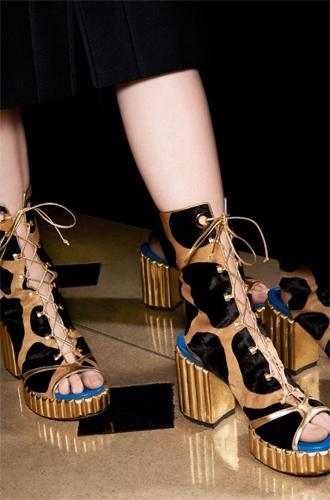 Фото №7 - Время приключений: аксессуары в круизной коллекции Dior