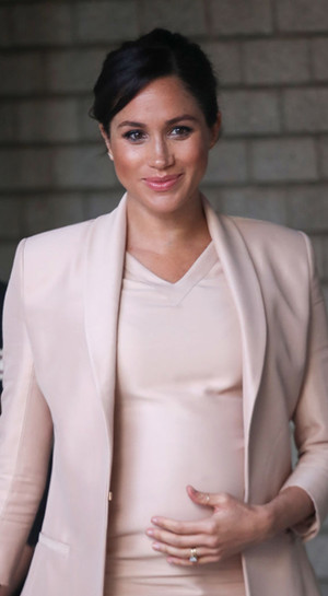 Фото №2 - Больше блеска: почему герцогиня Меган не носит колготки