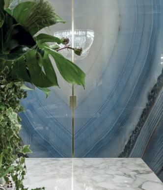 Фото №2 - Шик, блеск, красота: межкомнатные двери Aluminimum Chic от Longhi