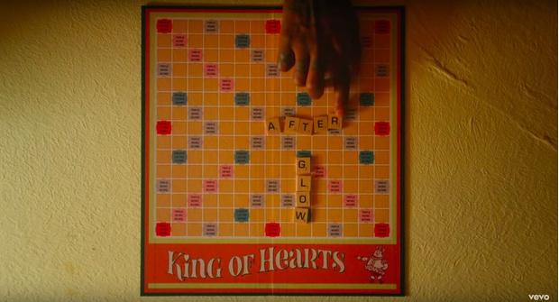 Фото №4 - 8 пасхалок в новом клипе Тейлор Свифт «Lover», которые ты не заметила
