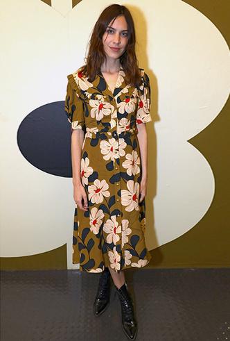 Фото №8 - 20 модных платьев-рубашек как у Меган Маркл и Джиджи Хадид