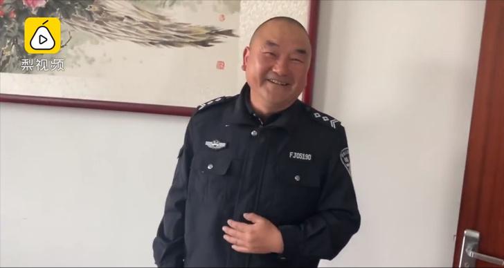 Фото №1 - Чтобы остановить подпольное производство, китайский полицейский два месяца рыбачил