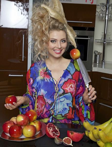 Фото №8 - Договор на донорство спермы, 200 кг яблок в год и восхищение Романом Абрамовичем: 10 неожиданных признаний от Лены Лениной