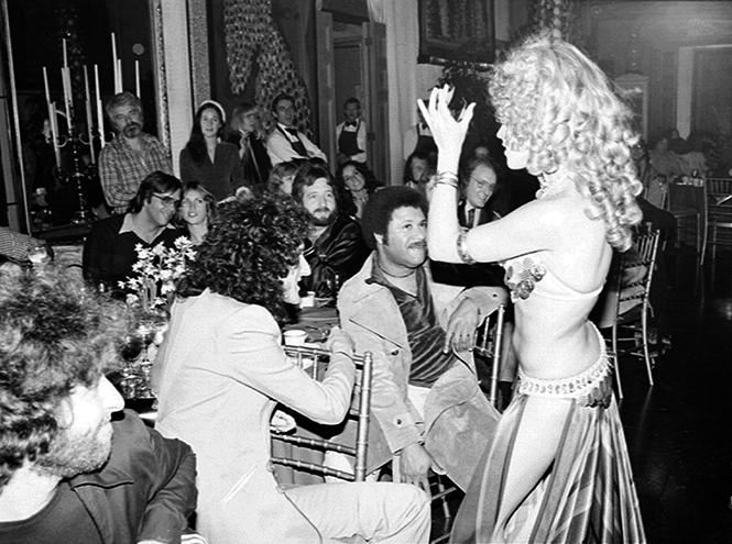 Фото №10 - Вечеринка с принцессой Дианой и лама Майкла Джексона: истории о Фредди Меркьюри, не рассказанные в «Богемской рапсодии»