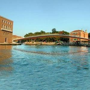 Фото №1 - Мост через Большой канал в Венеции испытают в ангаре