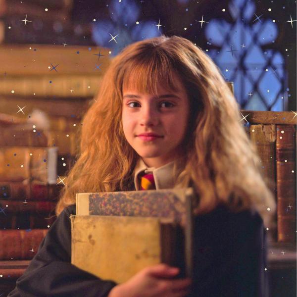 Фото №1 - Учебники Хогвартса и другие книги, которые стоит прочитать после «Гарри Поттера» ✨