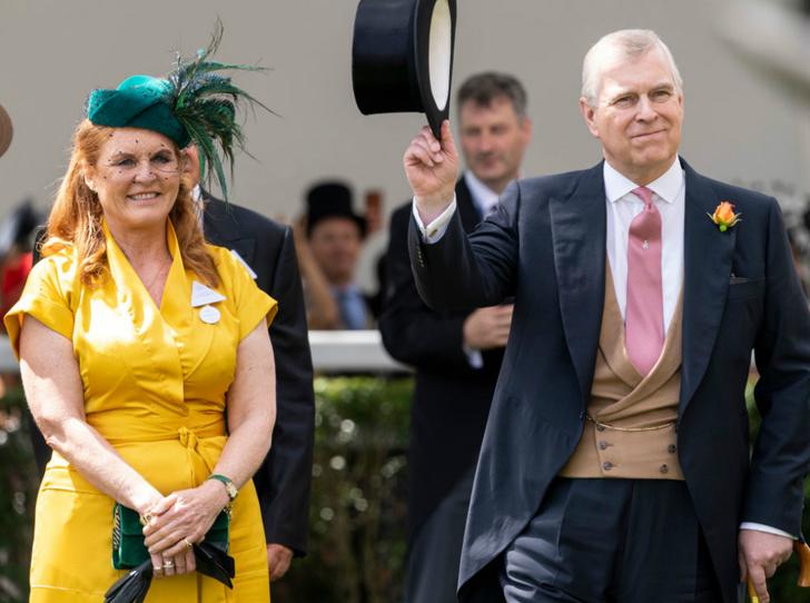 Фото №2 - Принц Эндрю и Сара Фергюсон вместе проводят отпуск в Испании