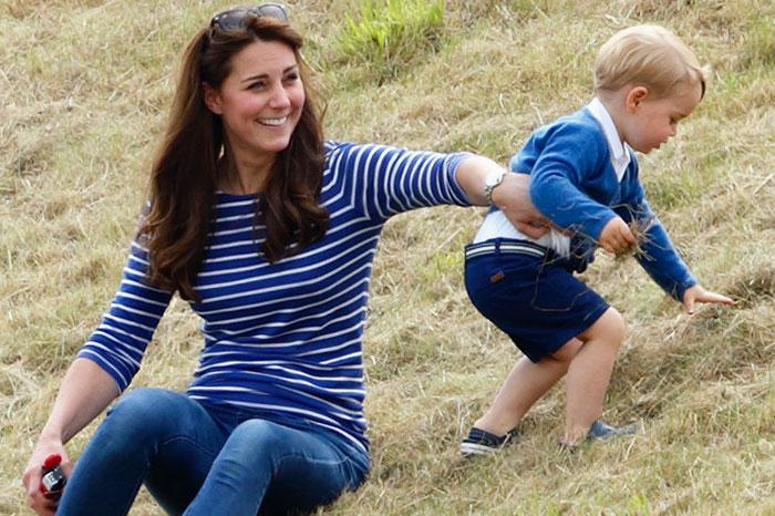 Фото №1 - Звездные мамы, которые умеют экономить на детской одежде