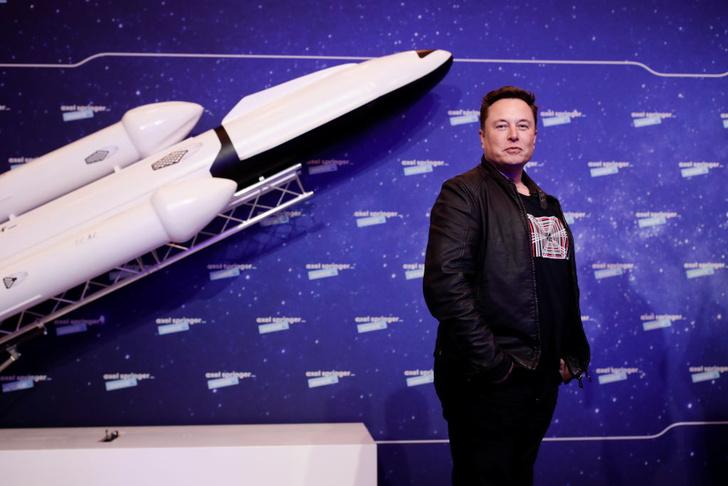 Фото №1 - Илон Маск назвал сроки отправки человека на Марс