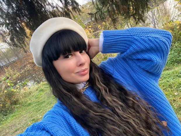 Шелк и кружево: Нелли Ермолаева выложила откровенное селфи из ванной: фото, биография, дом-2