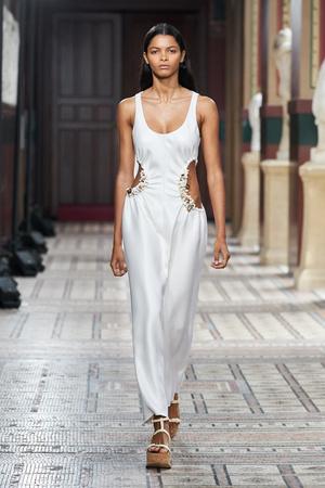 Фото №4 - Полный гид по самым модным платьям для весны и лета 2021