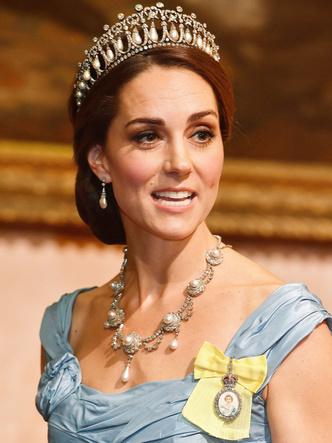 Фото №3 - Королевская сокровищница: самые дорогие украшения герцогини Кейт