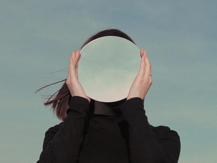 Фото №3 - Не просто привычка: о чем говорит постоянное желание смотреть на себя в зеркале