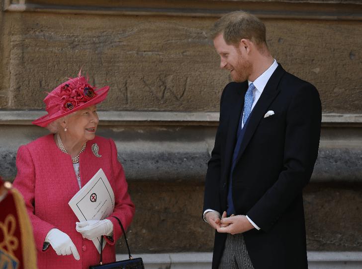 Фото №3 - Как королева поддерживает принца Гарри и герцогиню Меган