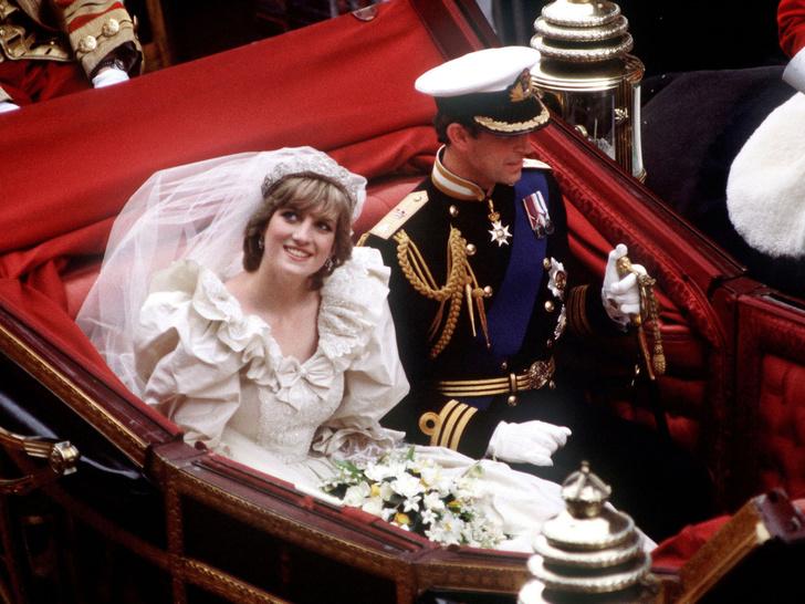 Фото №4 - Странная тиара и фата «из простыни»: поклонники раскритиковали свадебный образ Дианы в сериале «Корона»