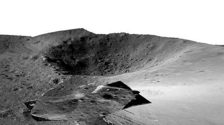 Фото №1 - Китайские ученые показали новые снимки обратной стороны Луны