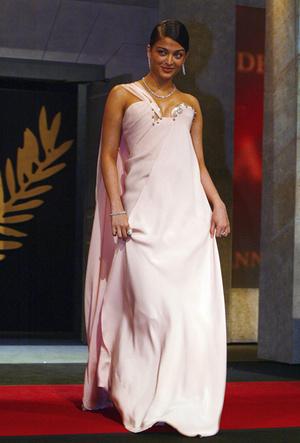 Фото №17 - Болливуд в Каннах: Айшвария Рай и все ее наряды за историю кинофестиваля