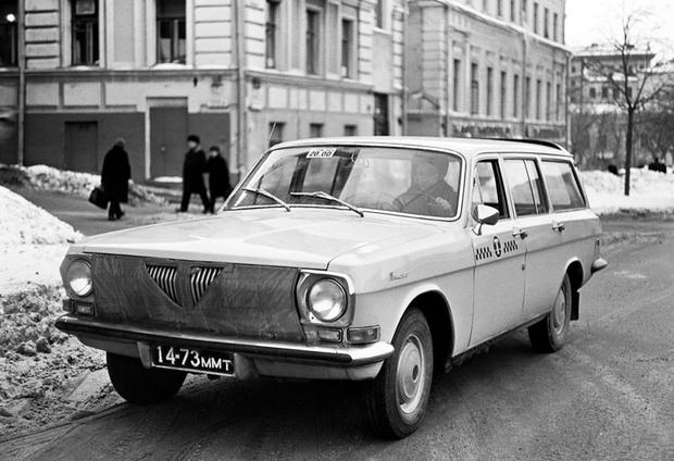 Фото №1 - Зачем на радиатор советских автомобили надевали маски