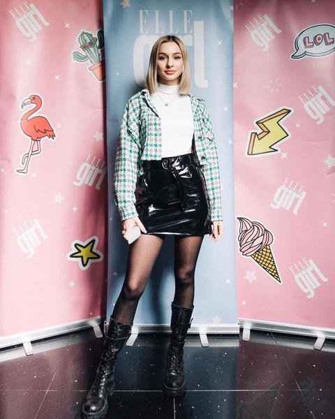 Фото №1 - С чем носить кожаную юбку весной: подсмотрено у Леры Кантур из PopStar House