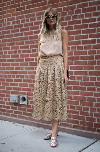 Фото №8 - Мюли вернулись: с чем сейчас носить культовую обувь 90-х
