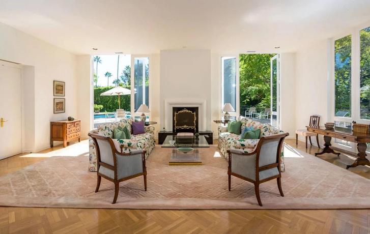 Фото №6 - Актриса Лили Коллинз продала свой дом в Беверли-Хиллз