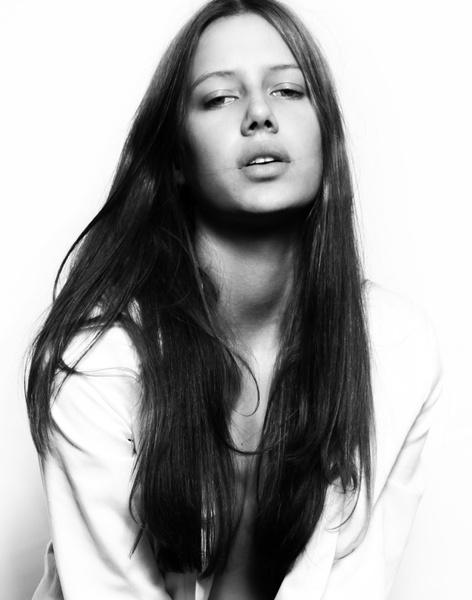 Фото №2 - Женщина-загадка: внешность Николь Потуральски анализирует хирург, визажист, физиогномист и специалист модельного агентства