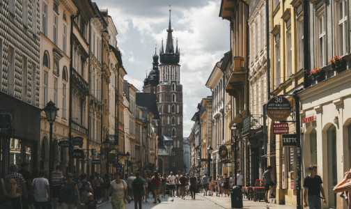 Фото №1 - Польша объявила о третьей волне коронавируса, но в некоторых регионах страны еще не завершилась вторая