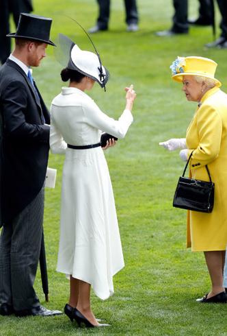 Фото №3 - Как Королева нарушила протокол ради Меган (но та не оценила)