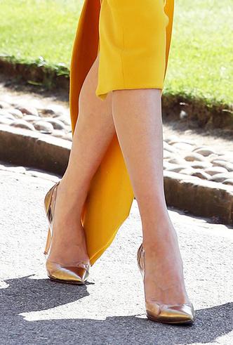Фото №3 - Обувь и платье на праздник: 7 новых (и неожиданных) правил сочетания