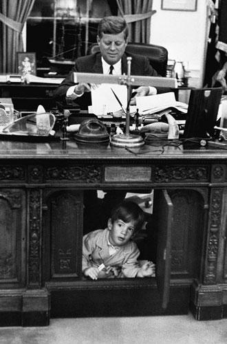 Фото №2 - Пока смерть не разлучит: любовь и трагедия Джона Кеннеди-младшего и Кэролин Бессетт