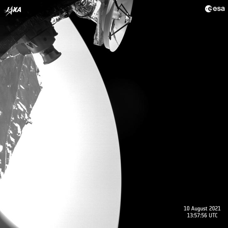 Фото №1 - Зонд снял Венеру с близкого расстояния