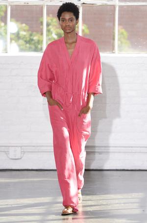 Фото №18 - Единое целое: как носить модные комбинезоны