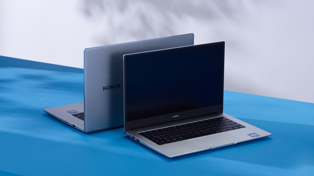 Фото №3 - Новых карьерных вершин в 2021 году достигают не в офисе, а в ноутбуке. Как и с помощью чего это происходит?