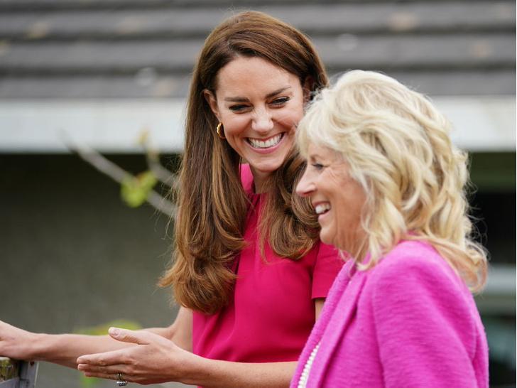 Фото №4 - Красный против розового: первая модная битва герцогини Кейт и Джилл Байден