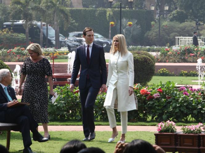 Фото №3 - Новый курс: что Мелания Трамп хотела сказать своим гардеробом в Индии