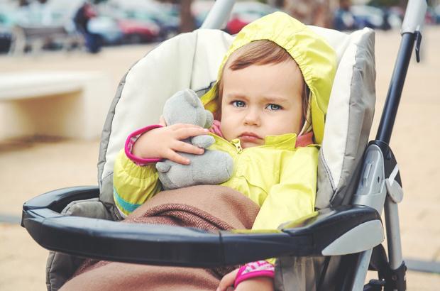 Фото №1 - «Моя дочь ненавидит гулять в коляске, ей надо обязательно в лужу залезть»