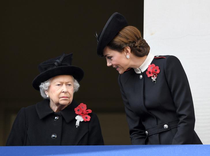 Фото №4 - Герцогиня Кейт удостоена личной награды Королевы (и поклонникам Меган это не нравится)
