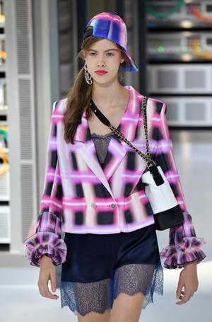 Фото №4 - Хотеть не вредно: новая сумка Chanel's Gabrielle