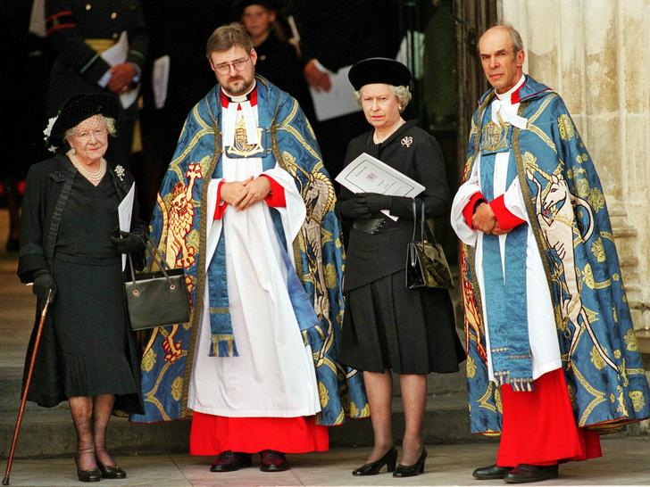 Фото №3 - Трагическое совпадение: почему королеве-матери пришлось увидеть «свои собственные похороны»