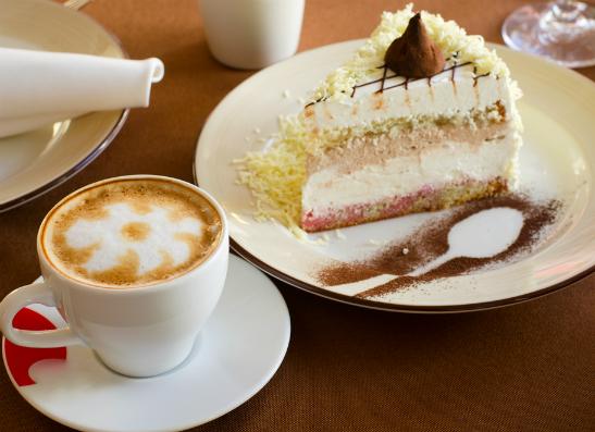 Фото №1 - Кафе StarHit приглашает elle girls на кофе
