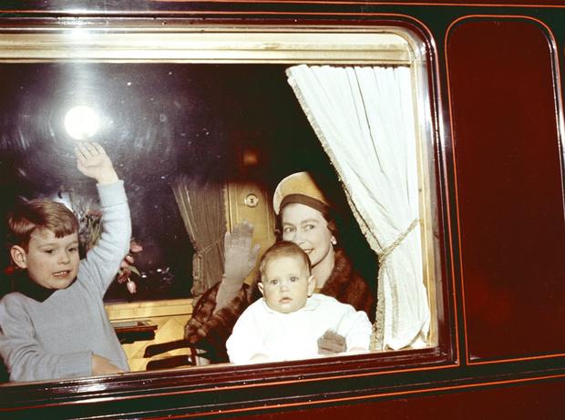 Фото №5 - Чужие люди: почему у Королевы не сложились отношения ни с кем из ее детей
