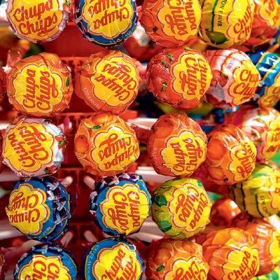 Фото №1 - Физики подсчитали, за сколько облизываний можно съесть чупа-чупс