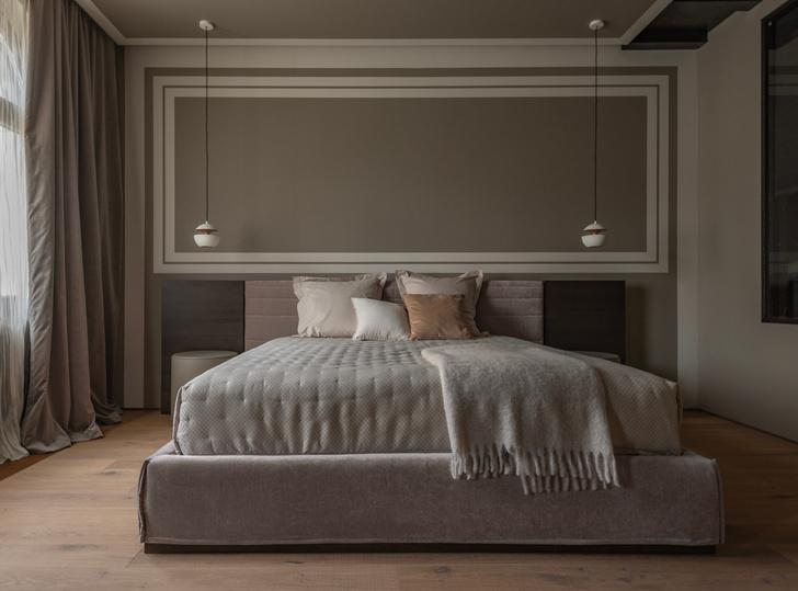 Спальня. Кровать, Ditre Italia. Справа— окно в ванную комнату.